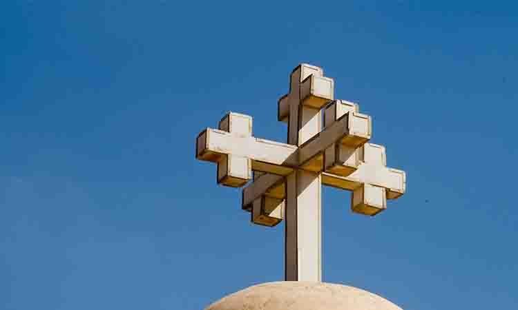 Η Εκκλησία μας μεταμορφώνει και δεν παραμορφώνει