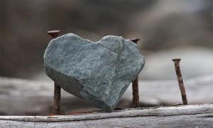 Μην αφήσεις την καρδιά να πετρώσει…
