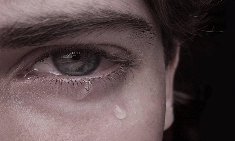 Αγκαλιάζοντας και κουβεντιάζοντας με τον πόνο
