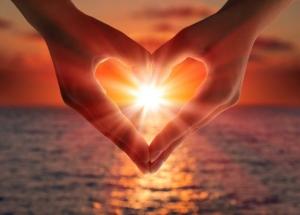 Στολίδια στην καρδιά μας θα ανάψουμε;